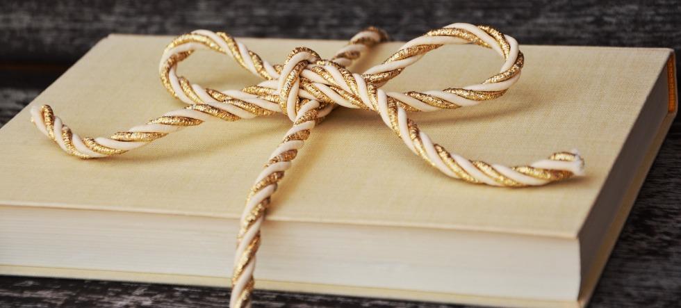 gift_book-1667826_1920_congerdesign